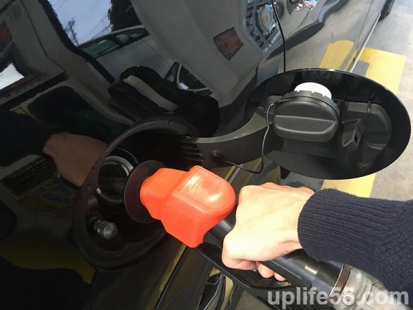 新型フォレスター初めての給油!給油口のフタの開け方に気を付けろ!